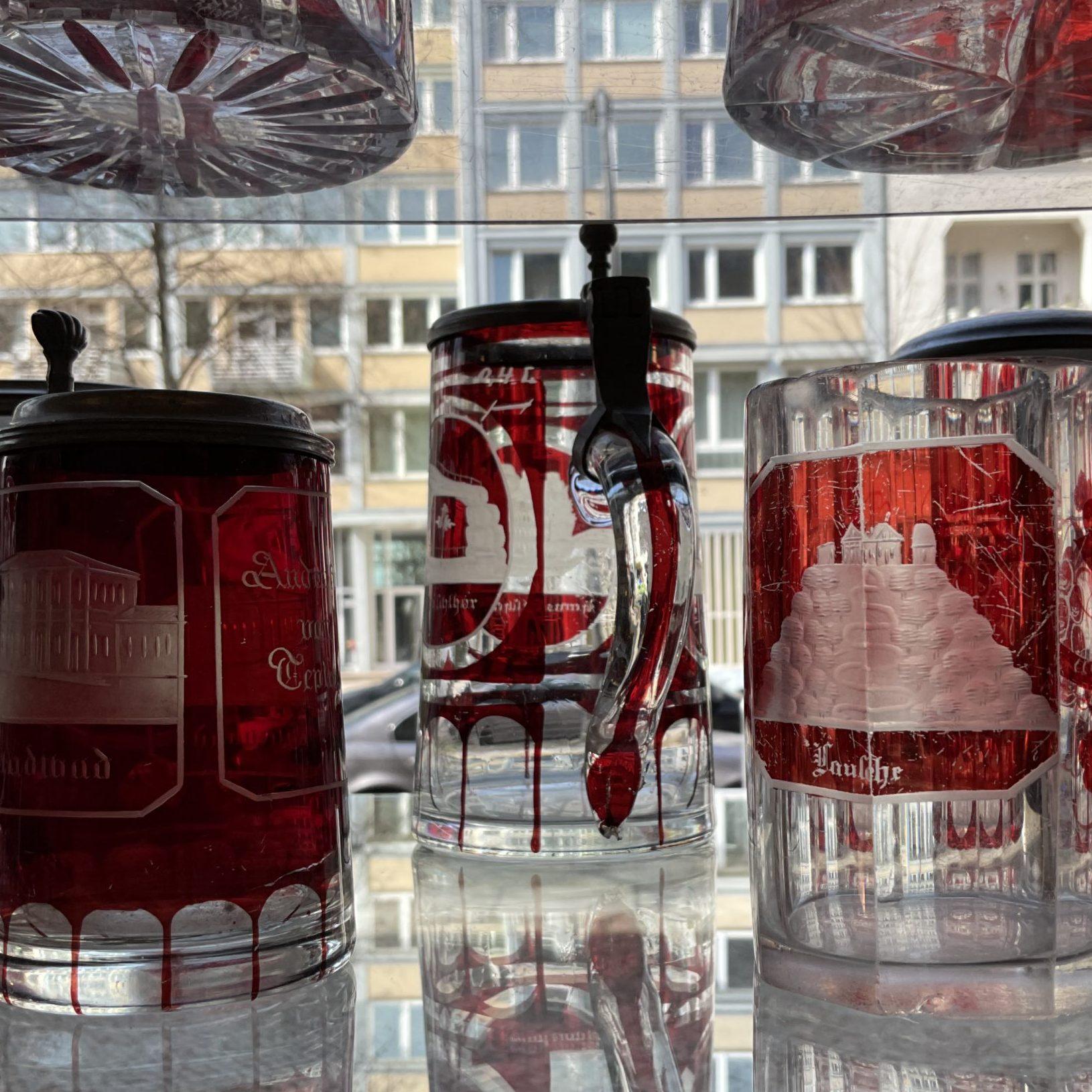 Auswahl an Glaskrügen • Antiquitäten