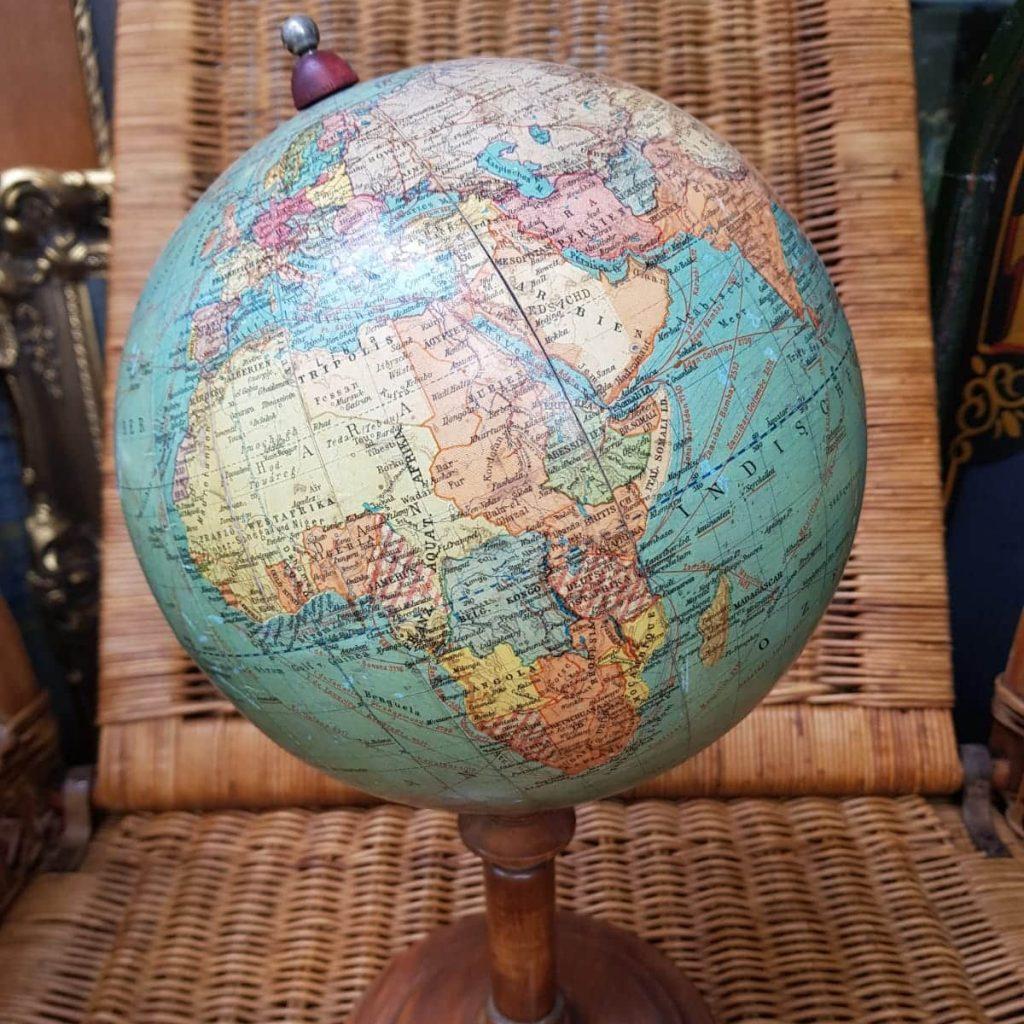 Globen • Antiquitäten