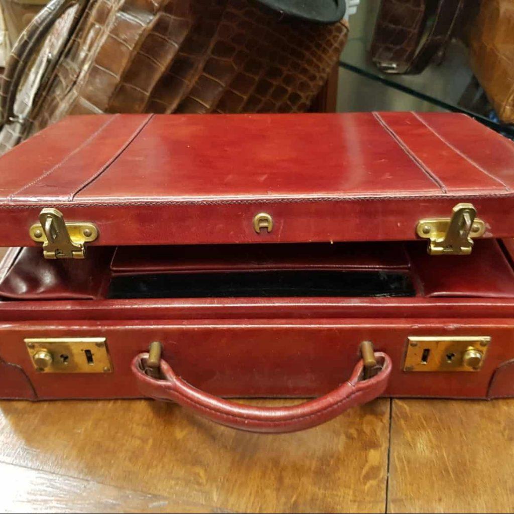 Reiseantiquitäten/Lederwaren • Antiquitäten