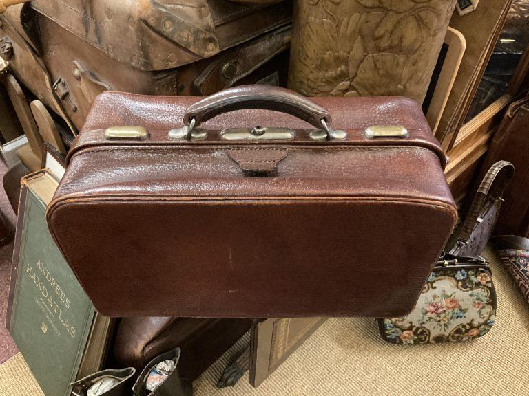 Braune Reisetasche • Antiquitäten
