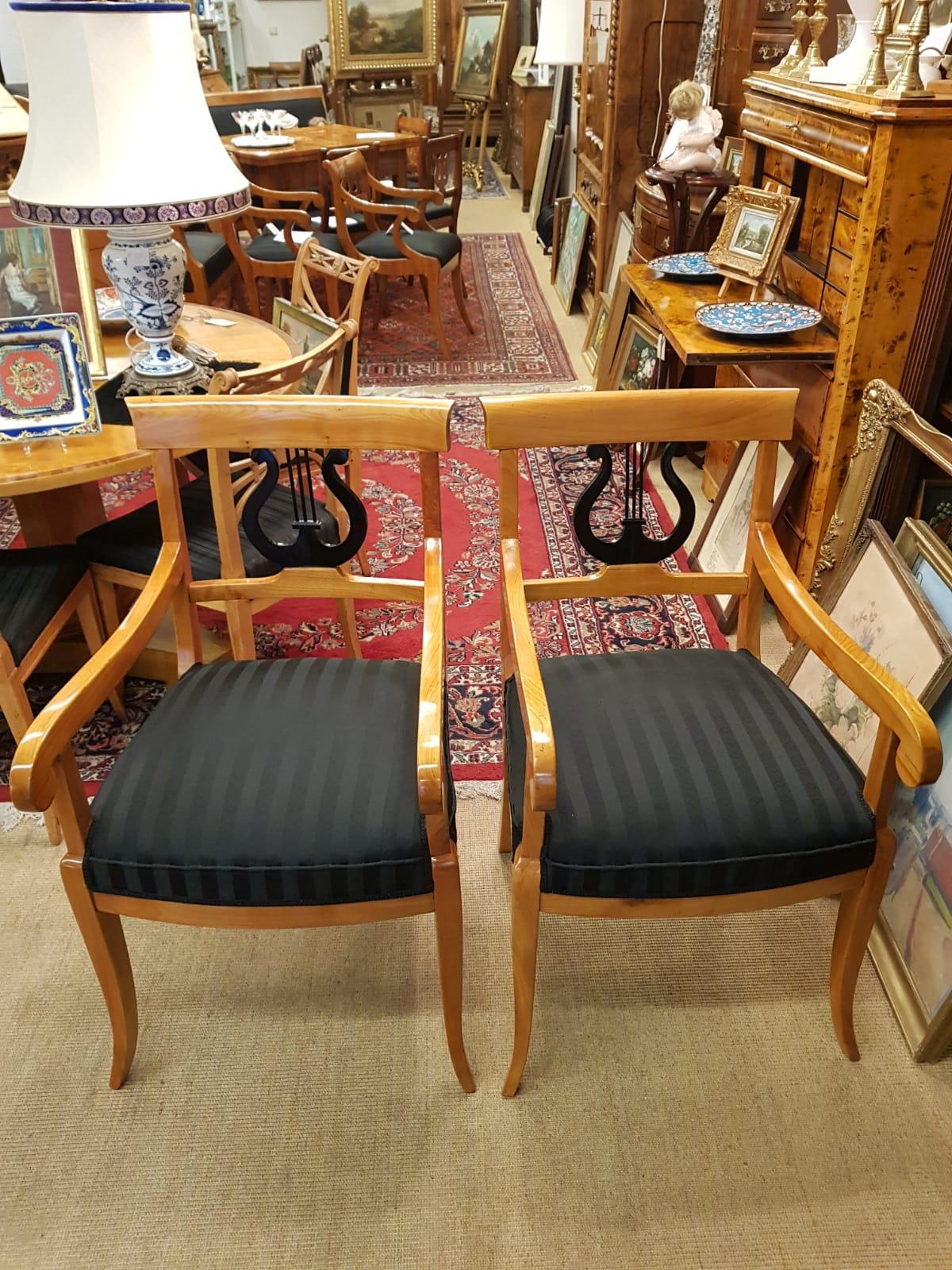 Biedermeier-Armlehnstühle • Antiquitäten
