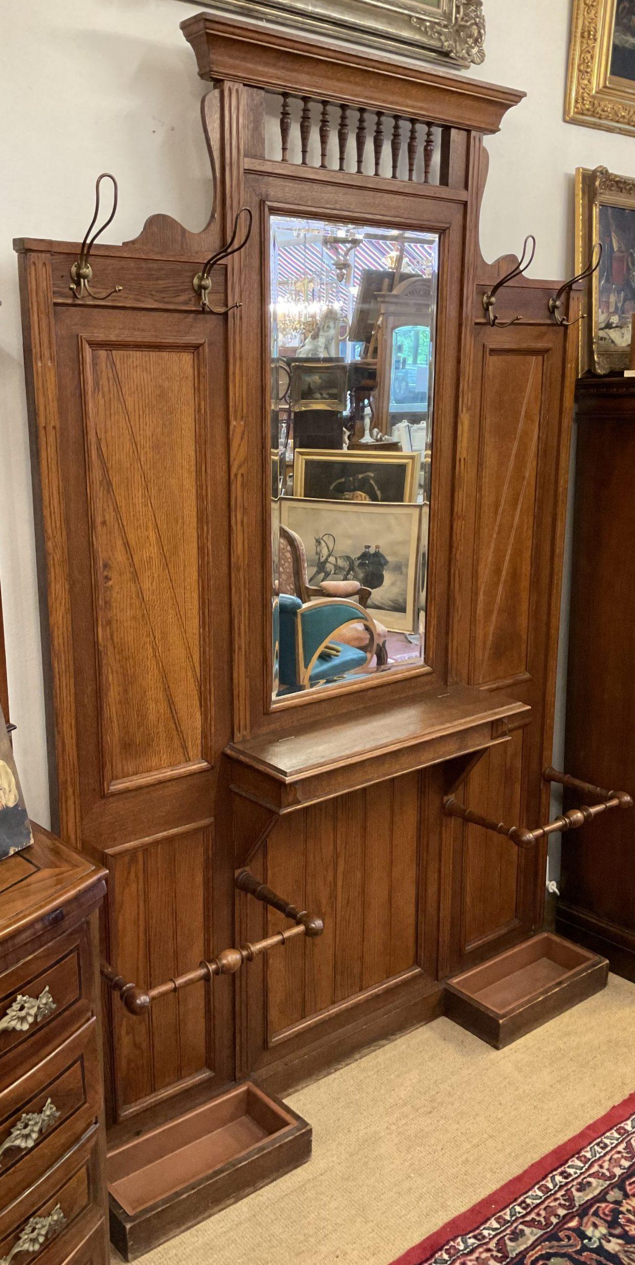 Garderobenwand mit Spiegel • Antiquitäten