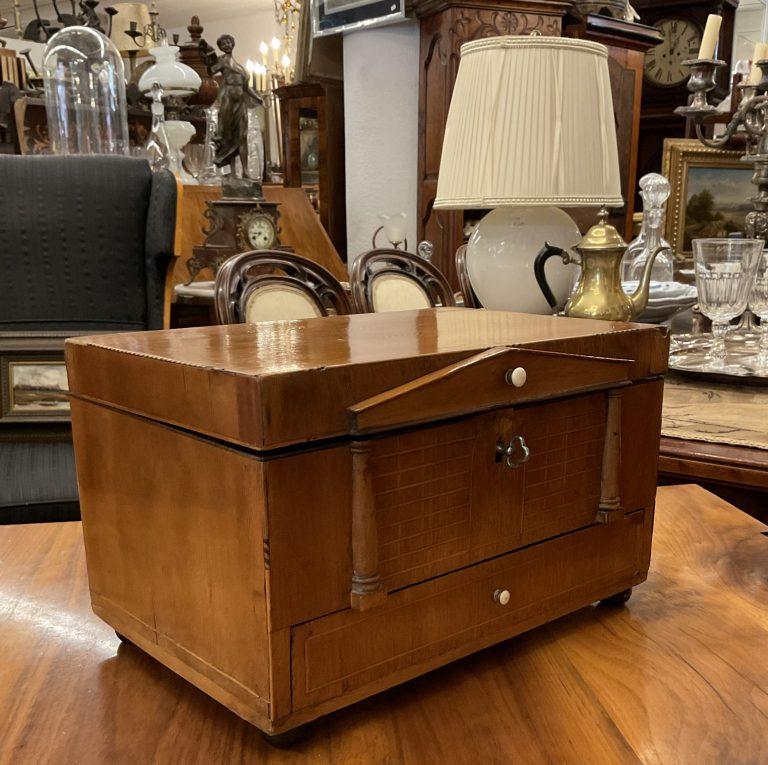 Biedermeier-Nähkästchen • Antiquitäten