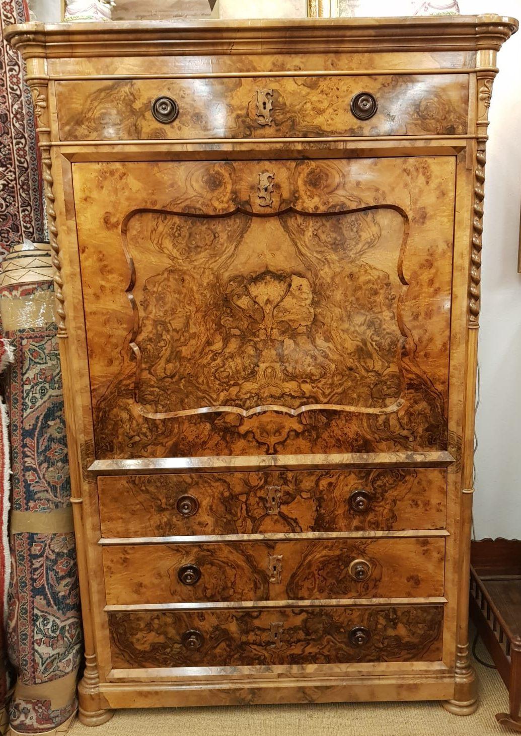 Schranksekretär Nussbaum Schloßmöbel • Antiquitäten