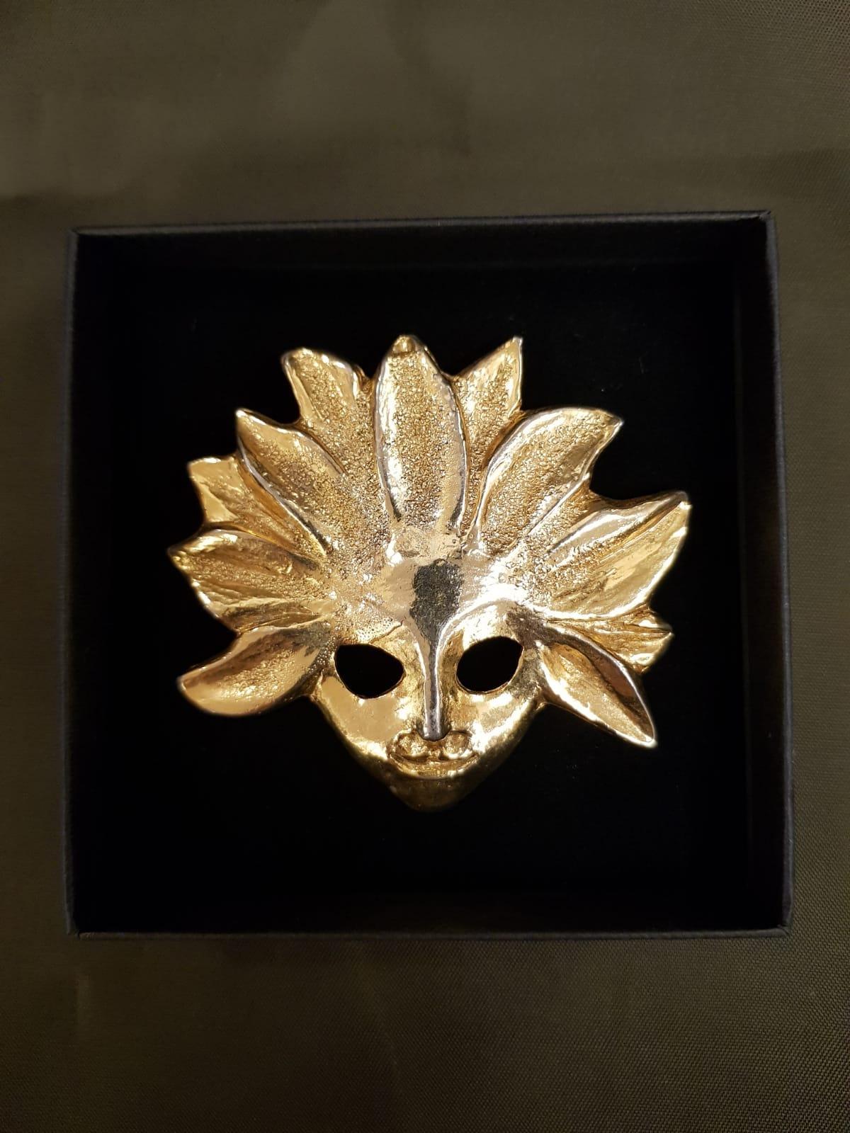 Maskenbrosche Celine • Antiquitäten