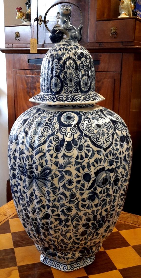 Deckelvase • Antiquitäten